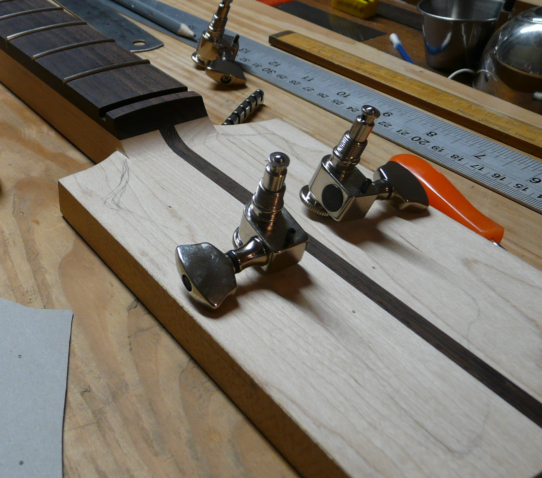 guitar headstock, tuners