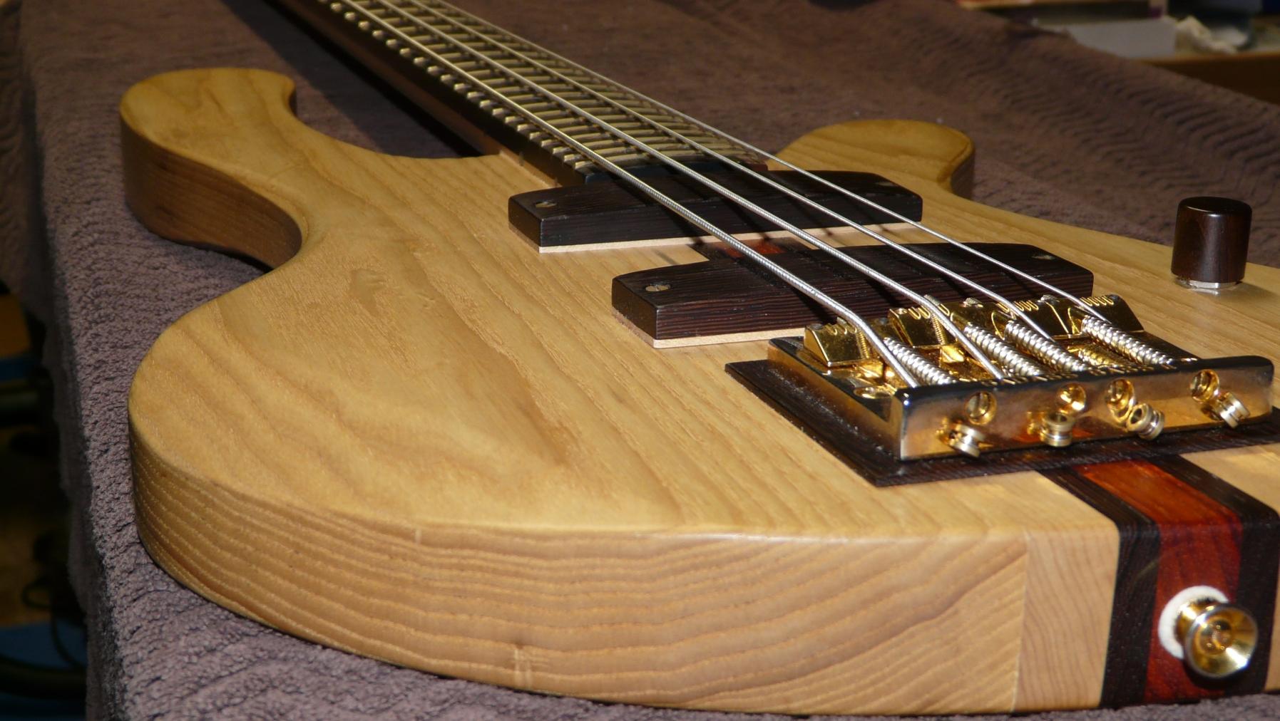 Moondot music Bass 01